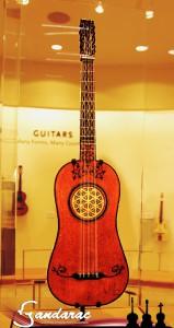 23 - ancinet Portuguese guitar